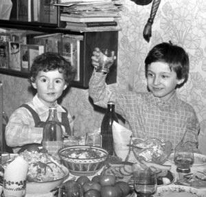 Сыновья Олег и Антон (середина 1980-х)